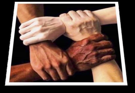 Des mains se tiennent pour unir la psychologie familiale, soutenir les membres et la therapie de la famille